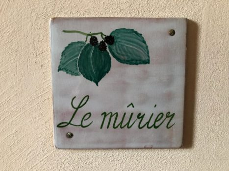 [:de]<h3>Le Mûrier</h3>[:fr]<h3>le Mûrier</h3>[:]